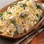 Feel like sitting in Italy with a creamy Pasta Alfredo..!!
