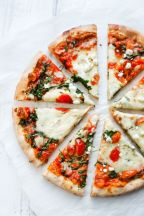 Delicious and cheesy Tomato Pizza..!!