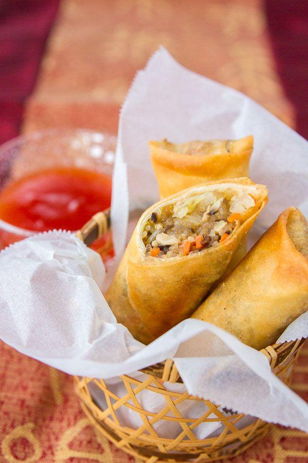 Crispy spring rolls filled with glass noodes, pork and vegetables.